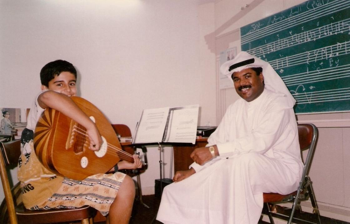 مع الأستاذ عدنان عبدالرحمن الخاتم بالمعهد الكلاسيكي للموسيقى -يونيو 1997م